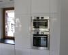 meble kuchenne biały wysoki połysk sprzęt w zabudowie
